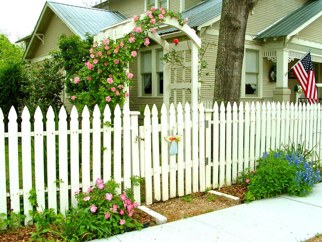 the brenham house white picket fences in brenham texas. Black Bedroom Furniture Sets. Home Design Ideas
