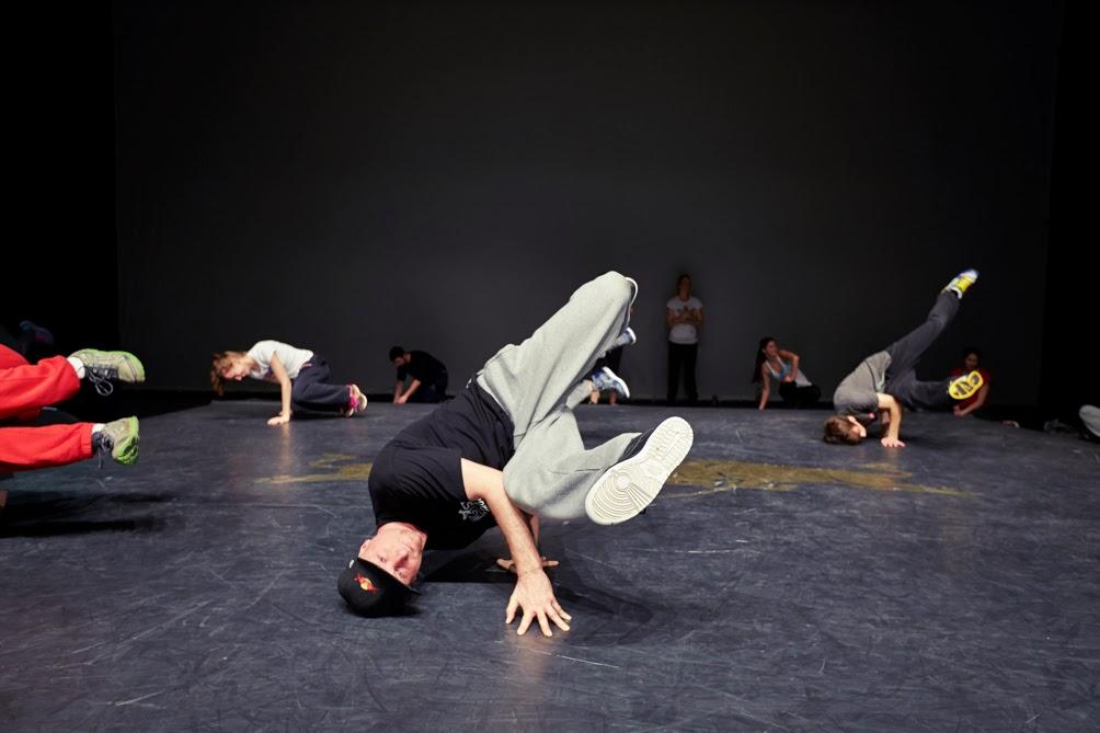 #matthiasheschl #photography #ltag #fotografie #redbull #flyingsteps #flyingbach #breakdance #mikel #givesyouwings #verleihtfluegel