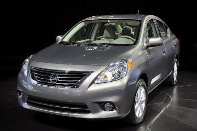 Fotos no Nissan Versa 2012 2013 lançamento no Brasil concorrente do logan e siena