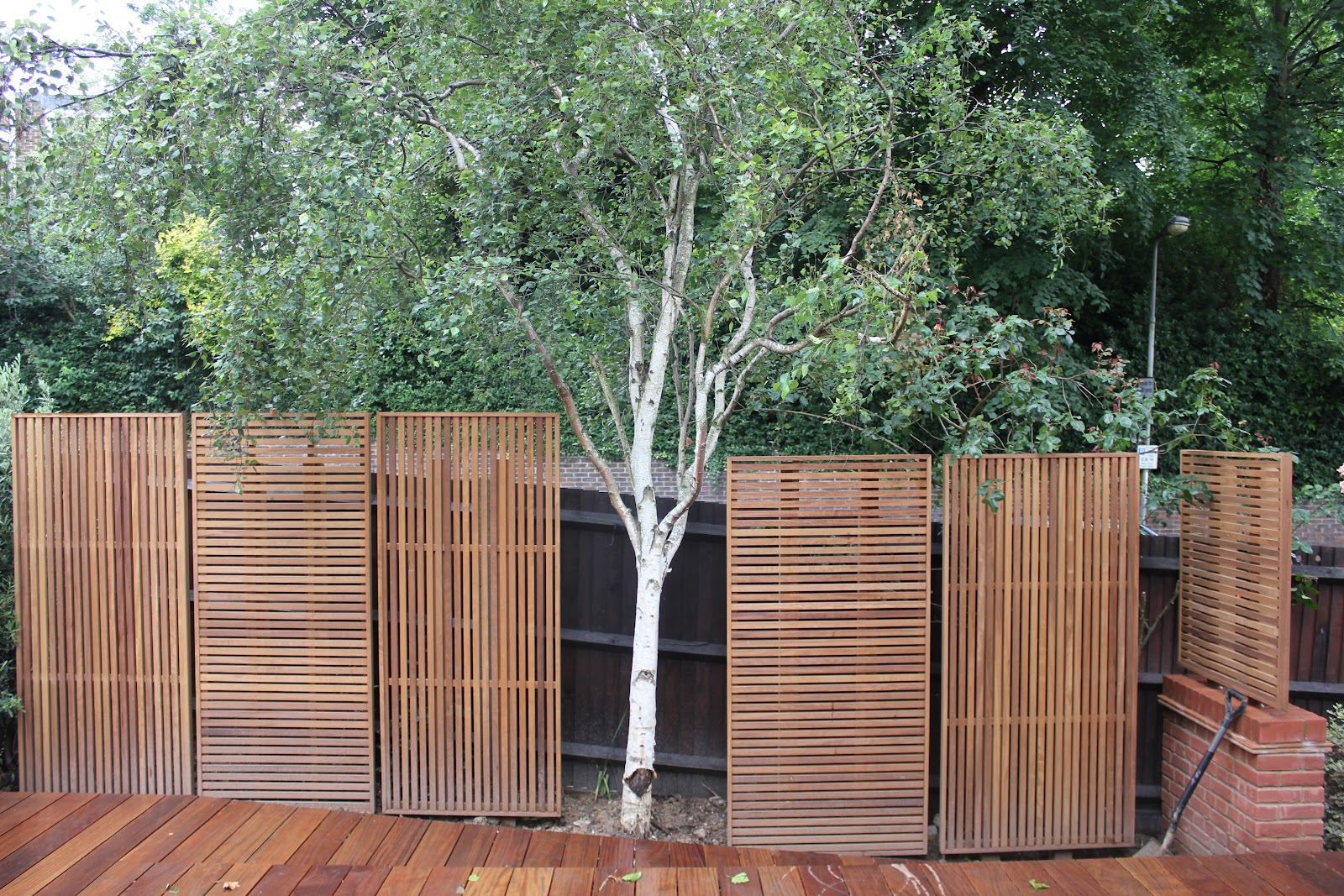 Jdh joinery and timberscape hampstead hard wood slatted for Wooden garden screen designs