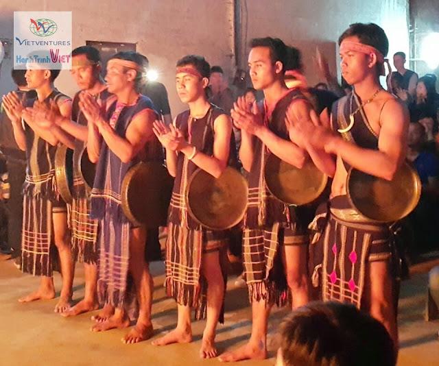 Thưởng thức Vũ điệu Cồng Chiêng ở Đà Lạt 2015