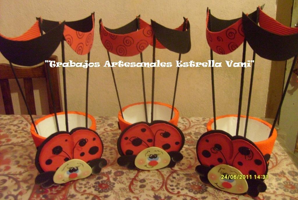 Porta-globos con vaquitas de San Antonio (que se pueden hacer por