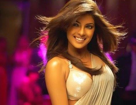 Desi Girl Song actress Priyanka Chopra :Priyanka Chopra Hottest Pics in Saree (HD)