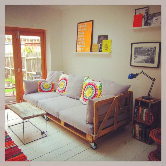 Puerta al sur decorar reciclando ideas f ciles con - Como hacer un sofa con palets ...