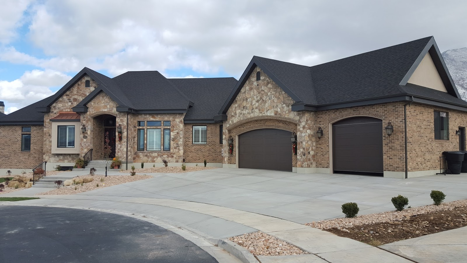 To Get The Right Combination Color And Style Of Stone And Brick