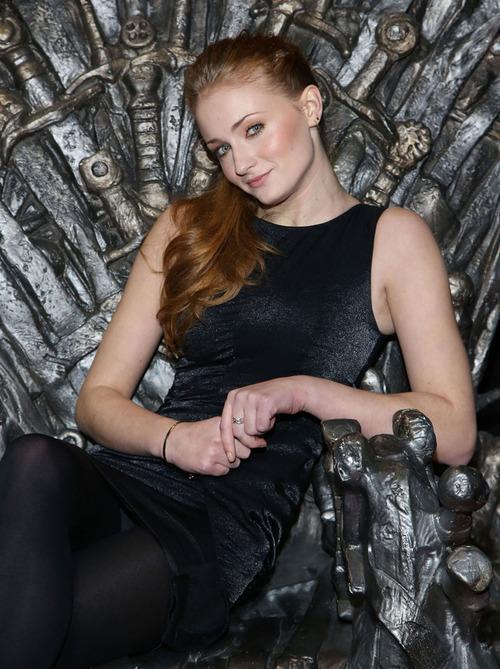 Game Of Thrones: Sophie Turner en el trono / Sansa Stark