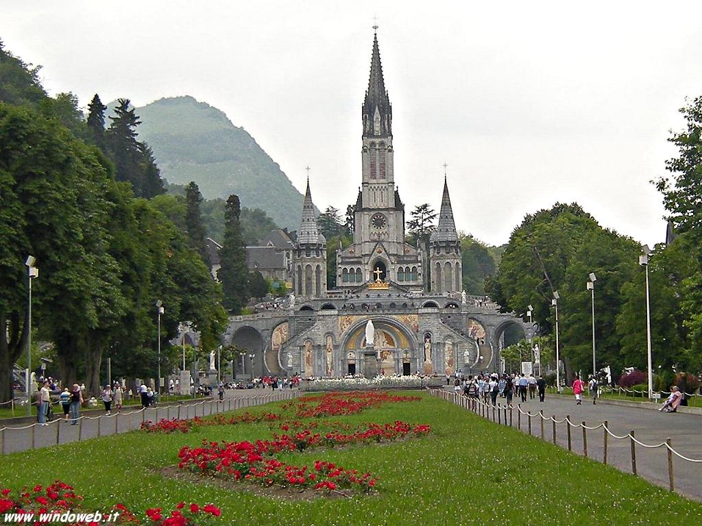 la basílica la gruta con la virgen de lourdes