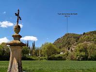 La Creu-Pedró de Sant Andreu de Gurb i al fons el Turó de la Creu de Gurb