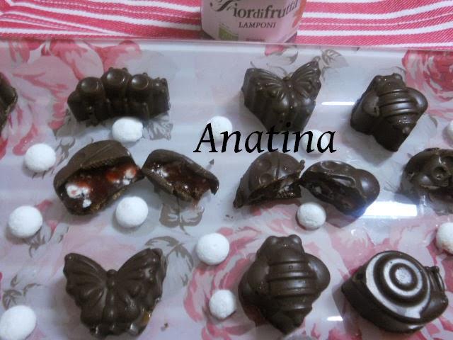 ciocco fondente con farcia  lamponi e meringhe