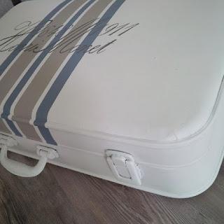 stencil su valigia