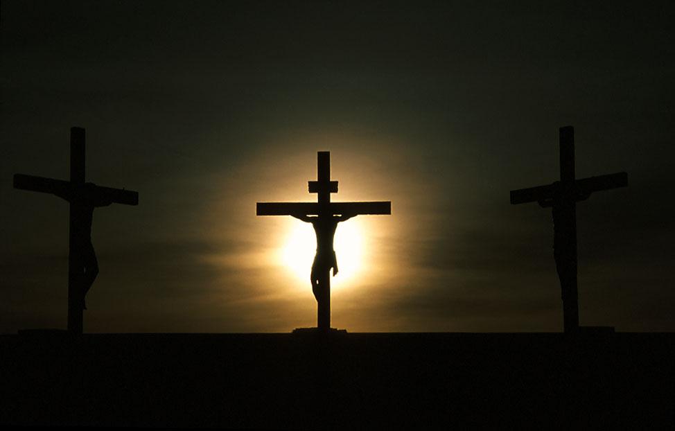 qual malfeitor blasfemou na crucificação de jesus o verbo