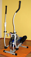 Bild: Crosstrainer, ein Übungsgerät zum Herz-Kreislauf-Training. Sozusagen ein Stepper mit Walking-Stöcken.