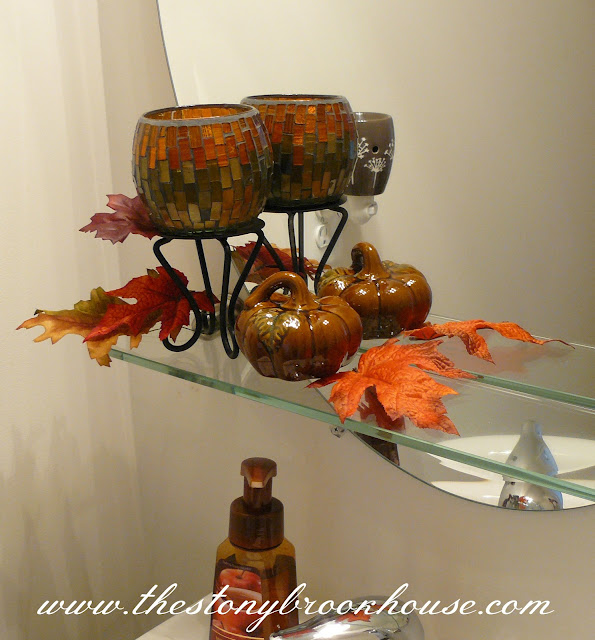Falling in love with fall the stonybrook house for Fall bathroom decor