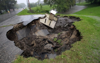 massive sinkholes around the world 14 Massive sinkholes around the world