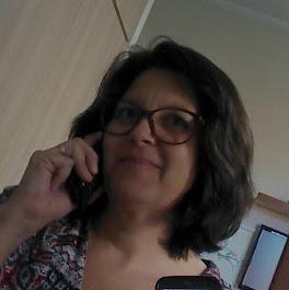 Olá!!   Eu sou Ana Lucia!            Sejam bem vindos no meu cantinho criando e cantarolando..