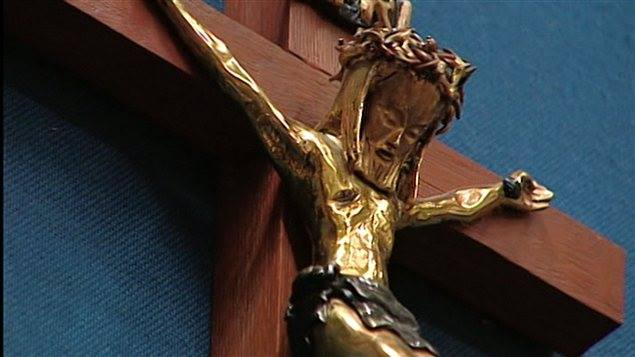 Couvrez ce crucifix que je ne saurais voir
