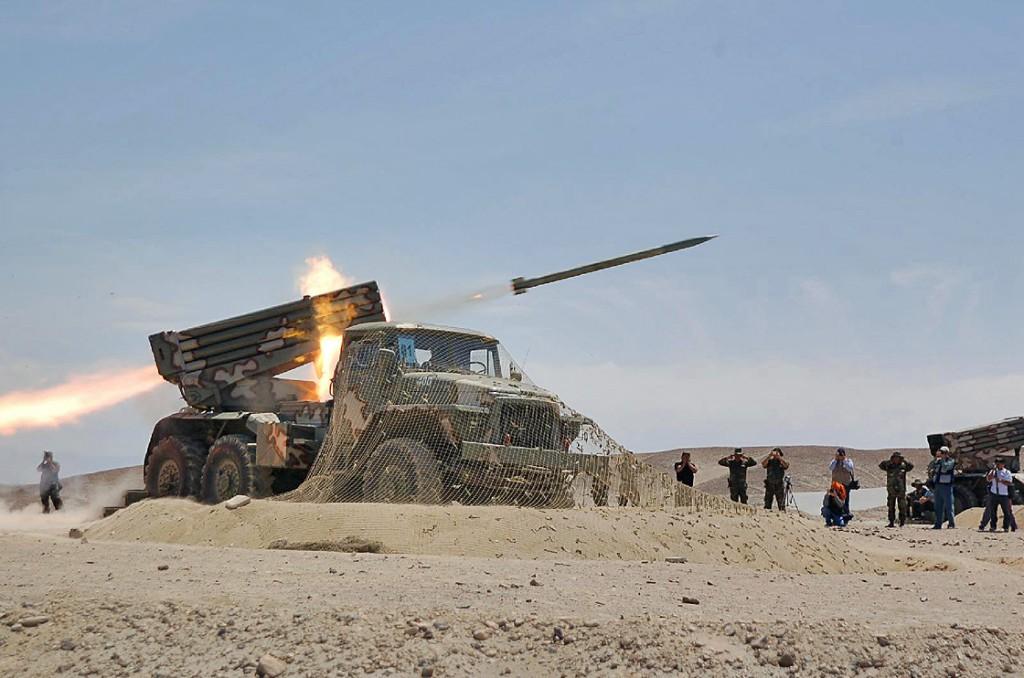 "El Sistema Lanzacohetes Múltiple Autopropulsado BM-21-1 ""Grad"" del Ejército Bolivariano BM-21+%25284%2529"