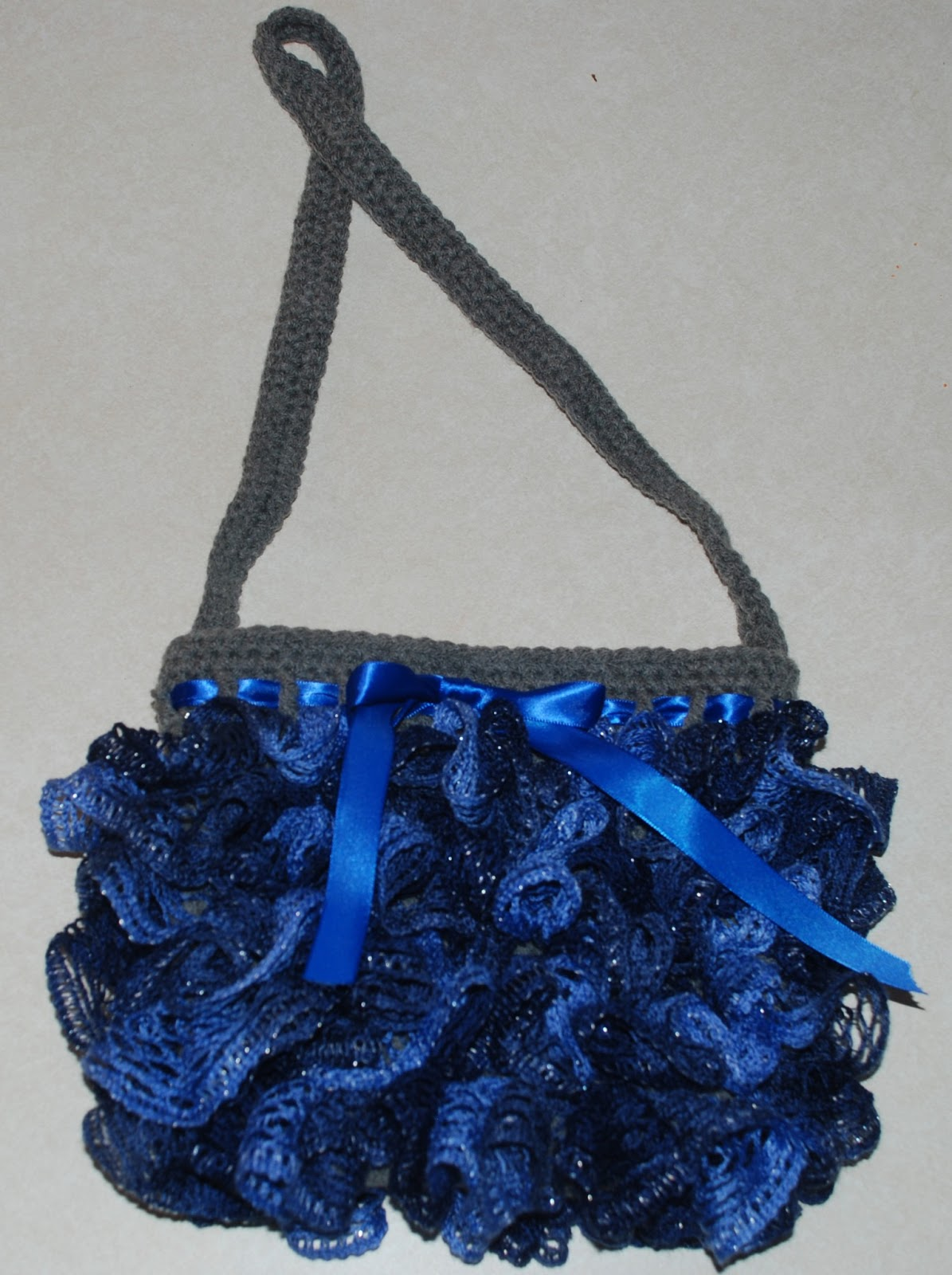 Free Ruffle Yarn Crochet Patterns : Amys Crochet Creative Creations: Crochet Sashay Yarn Purse