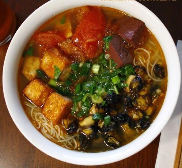Vietnamese Snail Noodle Soup (Bún Ốc)2