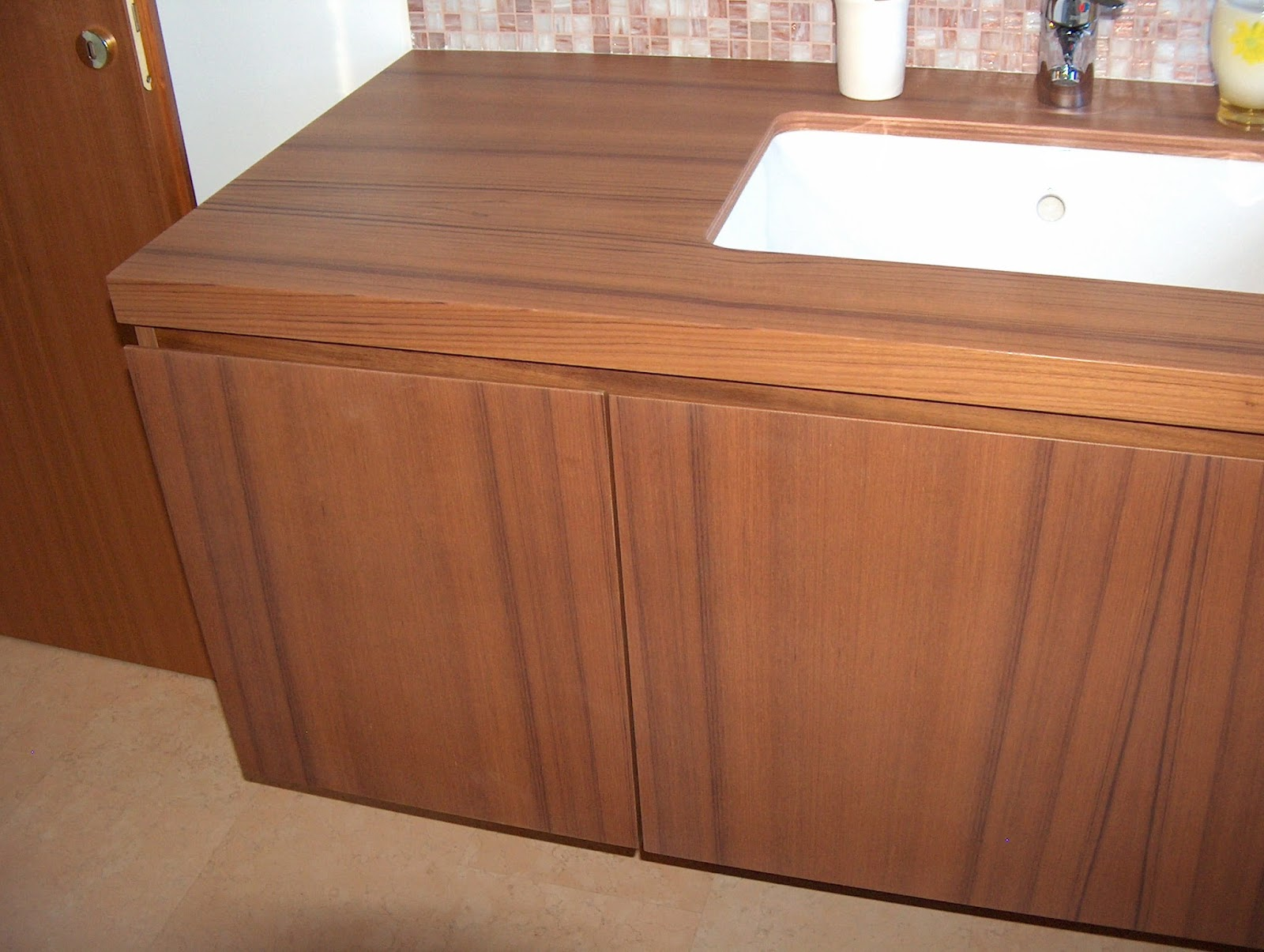 Arredamento su misura mobili bagno moderni su misura - Top bagno su misura ...