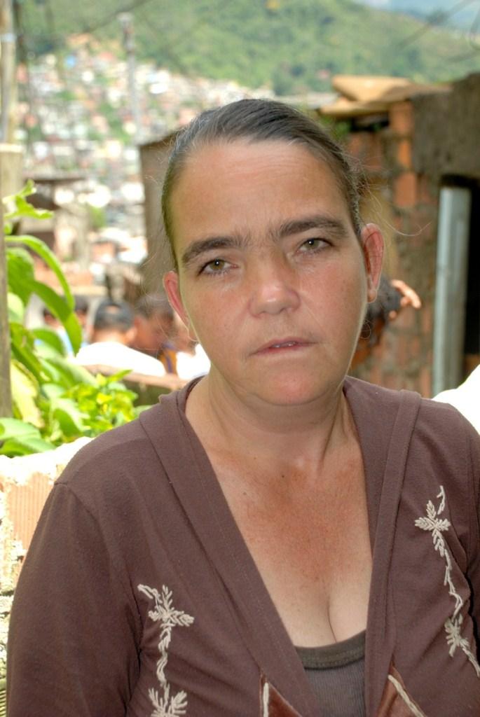 Moradora Simone Gomes de Souza tem laudo de interdição e se cadastrou para receber o aluguel social