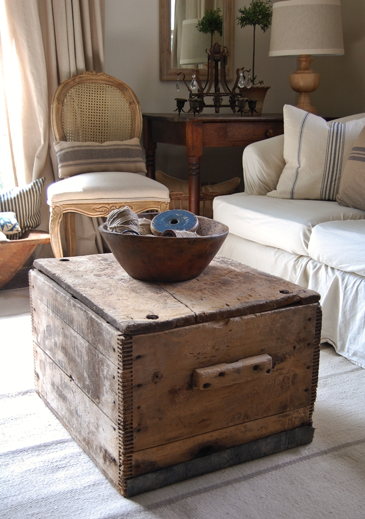 frog goes to market what 39 s on my coffee table. Black Bedroom Furniture Sets. Home Design Ideas