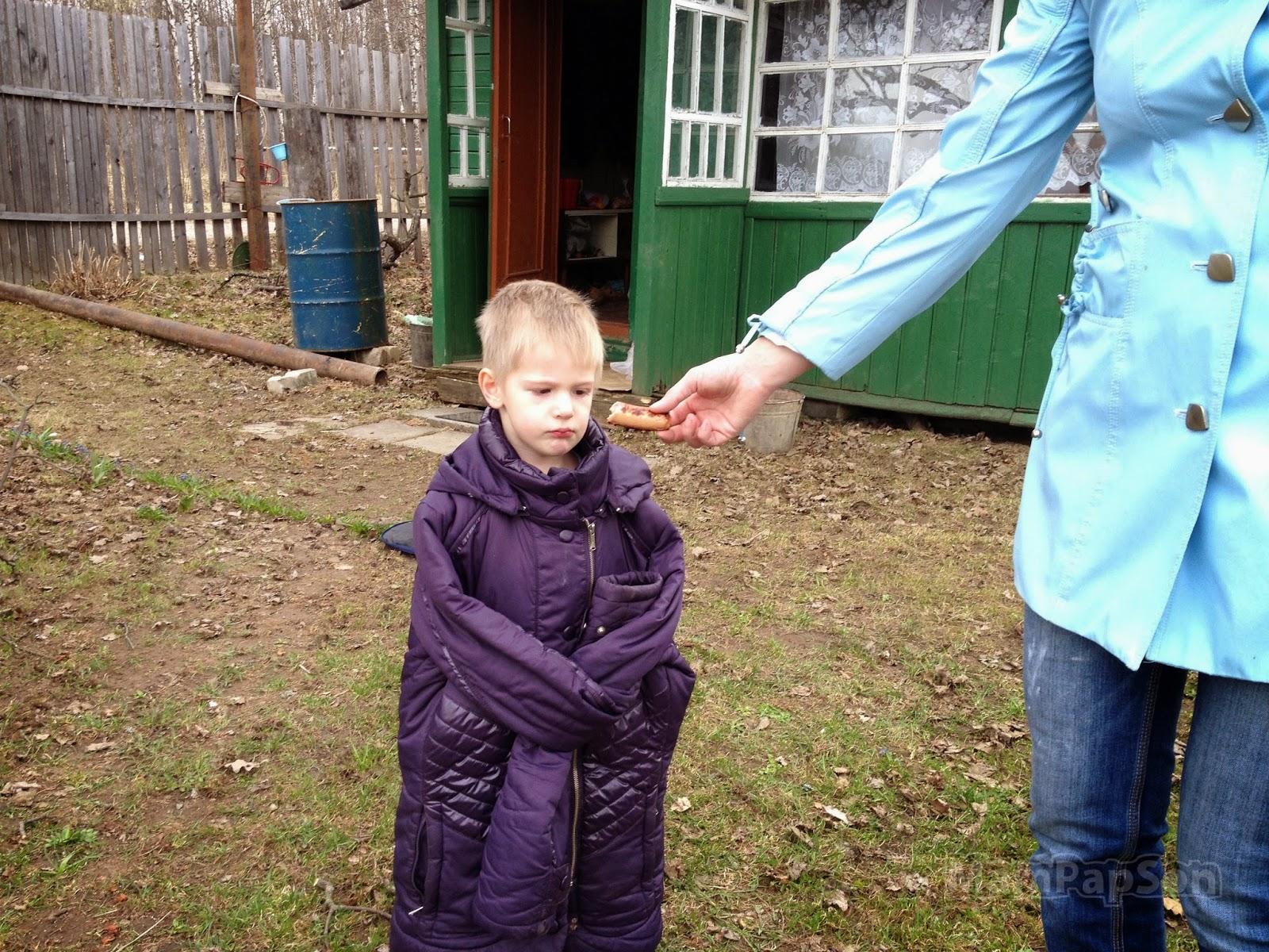 В маминой куртке