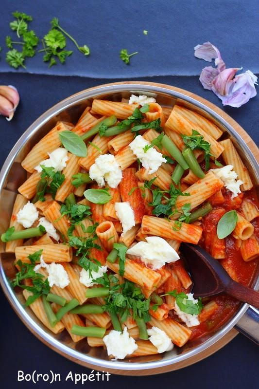 Przepis na makaron w sosie pomidorowym