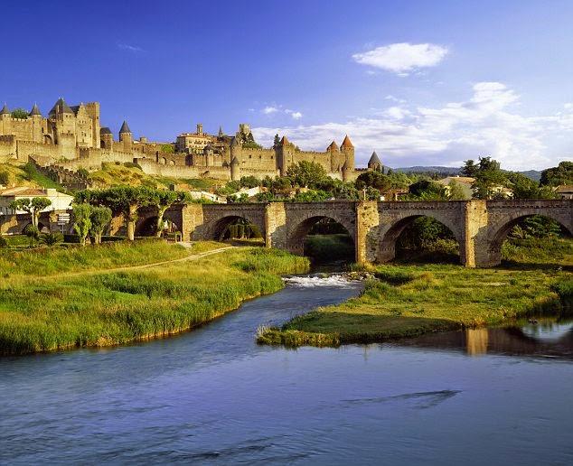 Puedes visitar el increíble Castillo de Carcassonne