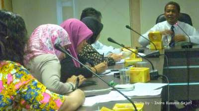 http://ejawantahnews.blogspot.com/2014/04/anang-iskandar-dan-blogger-reporter.html