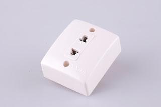 Stop kontak kecil dengan fasa netral untuk tegangan dan arus listrik kecil