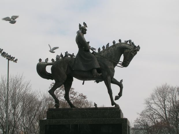 Nos amis les animaux. Pigeons+on+Pilsudski+Monument%252C+Lublin