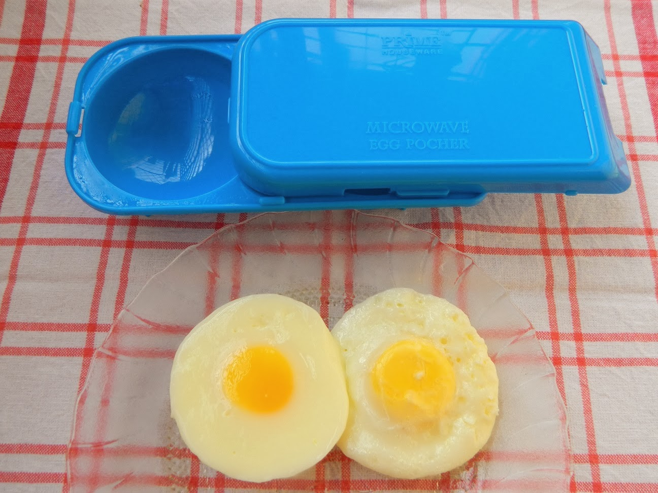 how to hard cook an egg in the microwave