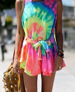 saída de praia tie dye rainbow