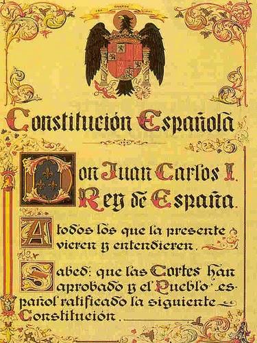 Constitución de 1978 con el escudo vigente en ese momento