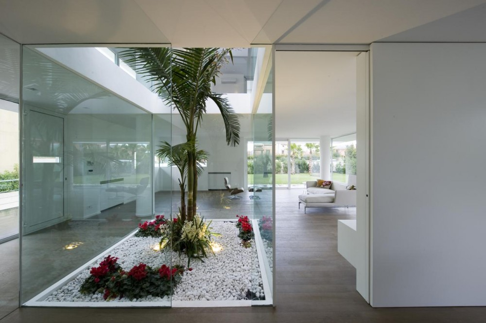 Superbe Contemporary Minimalist Villa Design With Indoor Patio, Italy (+floor  Plans): Most Beautiful Houses In The World