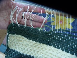 dywanik ze szmatek tkanie