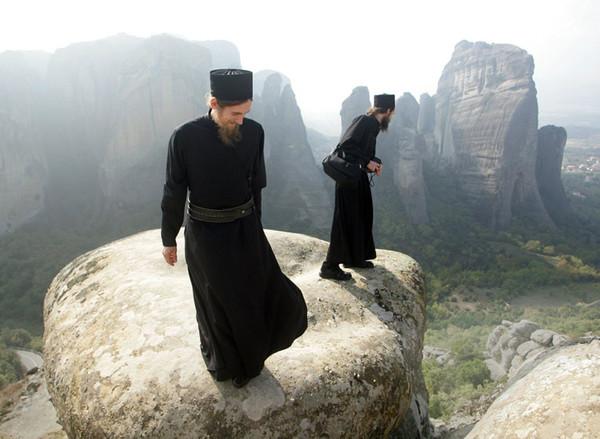 монахи, восточная притча, мудрость, наша ноша