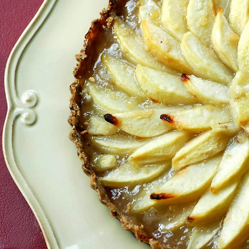 Pear Tart with Pecan Crust