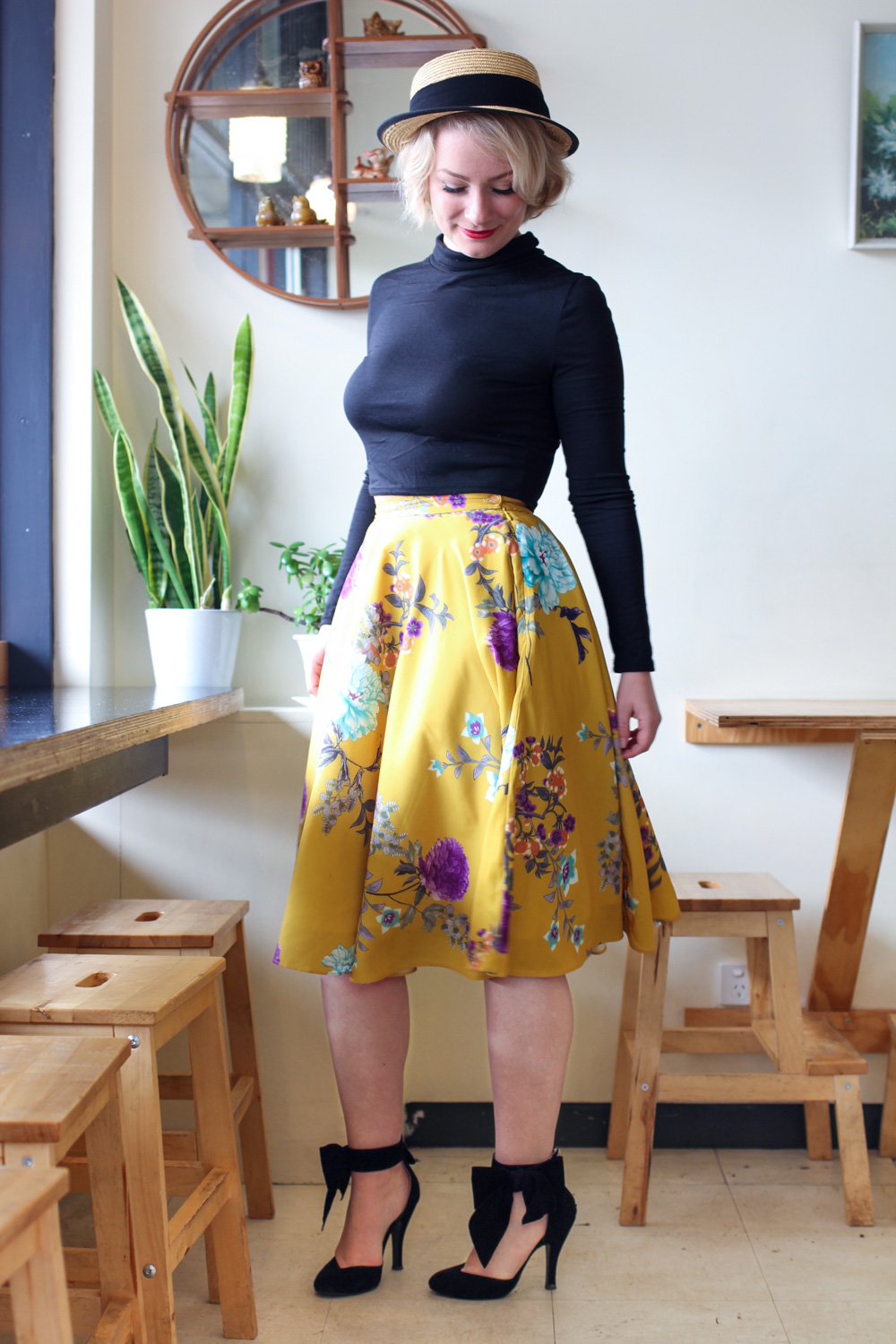@findingfemme visits Vegas and Rose in Ballarat for some breakfast in Modcloth yellow floral skirt, black long sleeve crop top, black bow heels and straw boater.