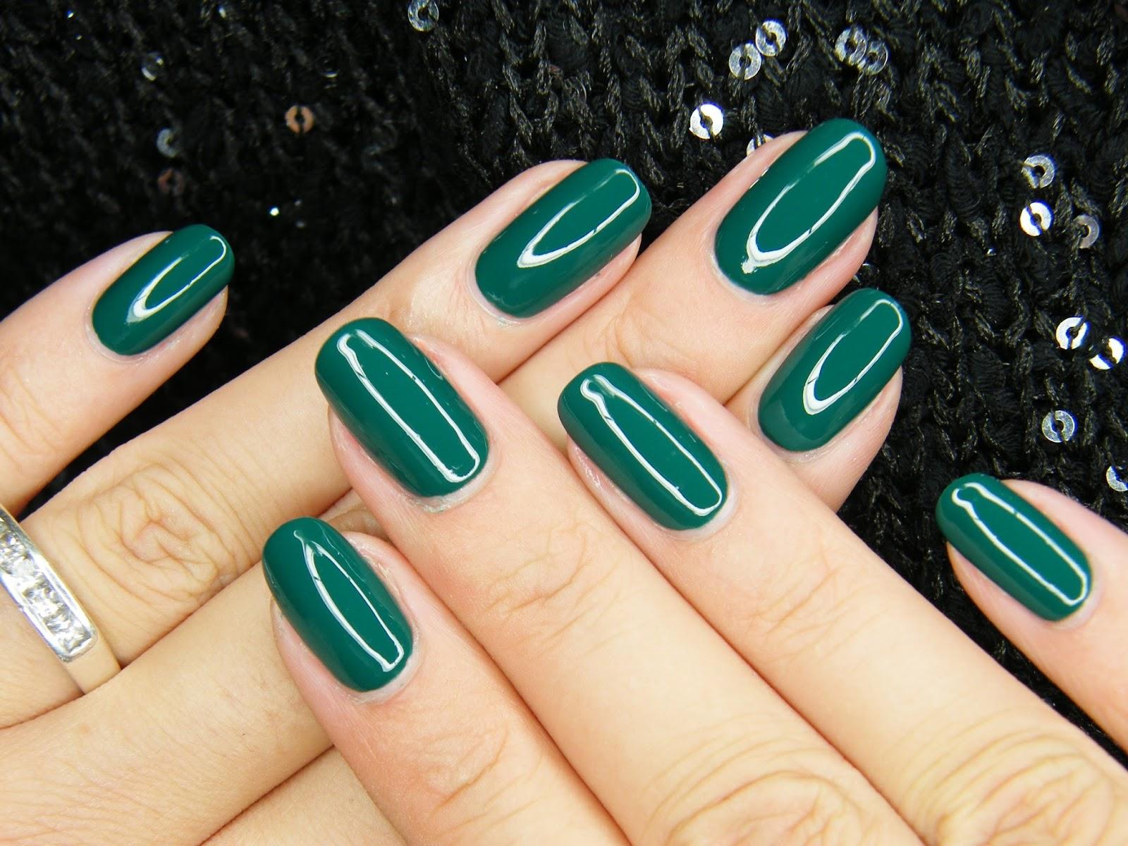 Nails Revolutions By Alicja Fik Butelkowa Zieleń