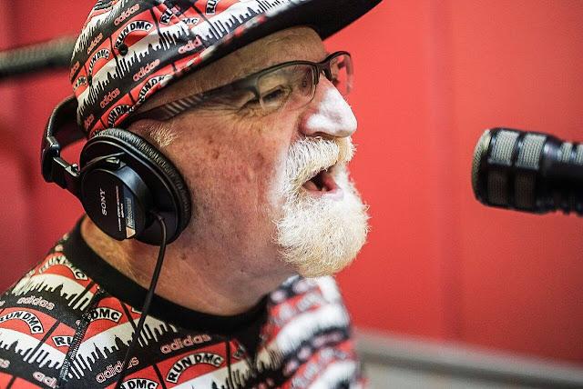 O músico e jornalista Kid Vinil, que vai voltar a apresentar o seu programa na 89 FM, a partir do dia 23 de julho (Divulgação)