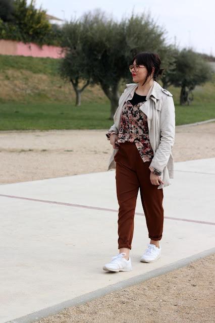 pantalon-pinzas-sporty-chic