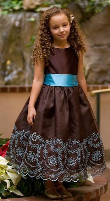Vestidos Chocolate, Niña de las Flores parte (2)