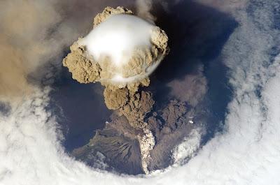 أجمل وأفضل الصور, صورة بركان Sarychev في ذروة ثورانه ونشاطه,