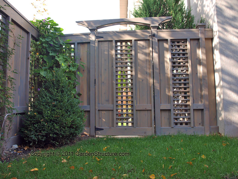 Staging decorating on the cheap making a privacy fence for Wood screen fence