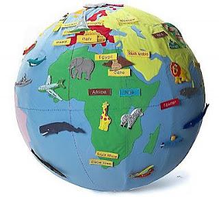 http://www.curiosite.es/post/bola-del-mundo-de-tela-con-pegatinas.html