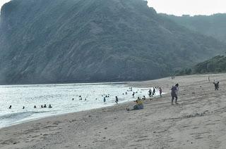 Menikmati Indahnya Pantai Maluk