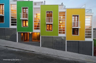 Lofts contemporáneos adosados y a colores en Valparaiso, Chile