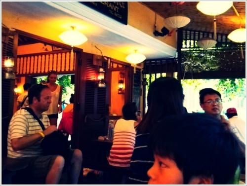 ホイアンのカフェ Vinh Hung Restaurant